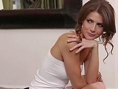 brunette sjarmerende puling hardcore milf kjønn hvit i klær babe kjole