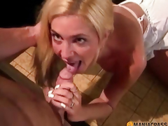 moden blonde sucking