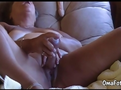 OmaFotze Grey bbw granny is playing with her pussy