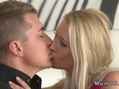Beautiful light-complexioned MILF fucking with her young lover